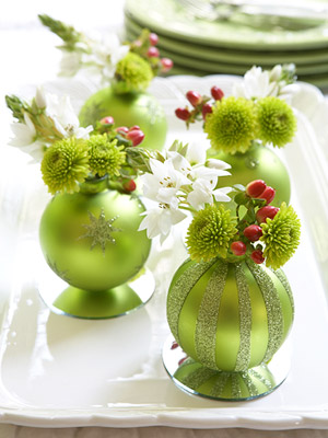 Christmas Table Decorations: Ball Ornament Favors