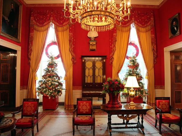 White house decorated for Christmas 2012
